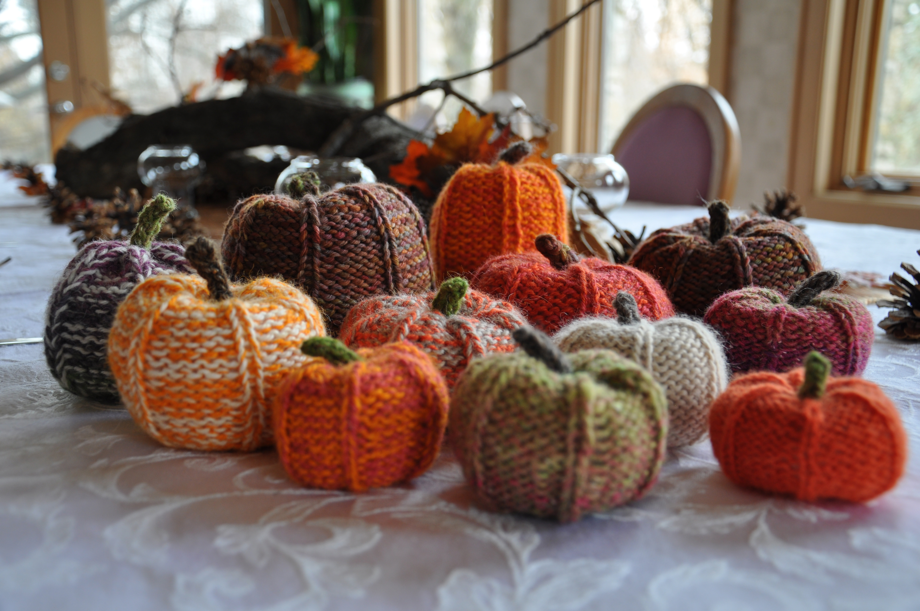 DIY Knit Pumpkins - Dan330