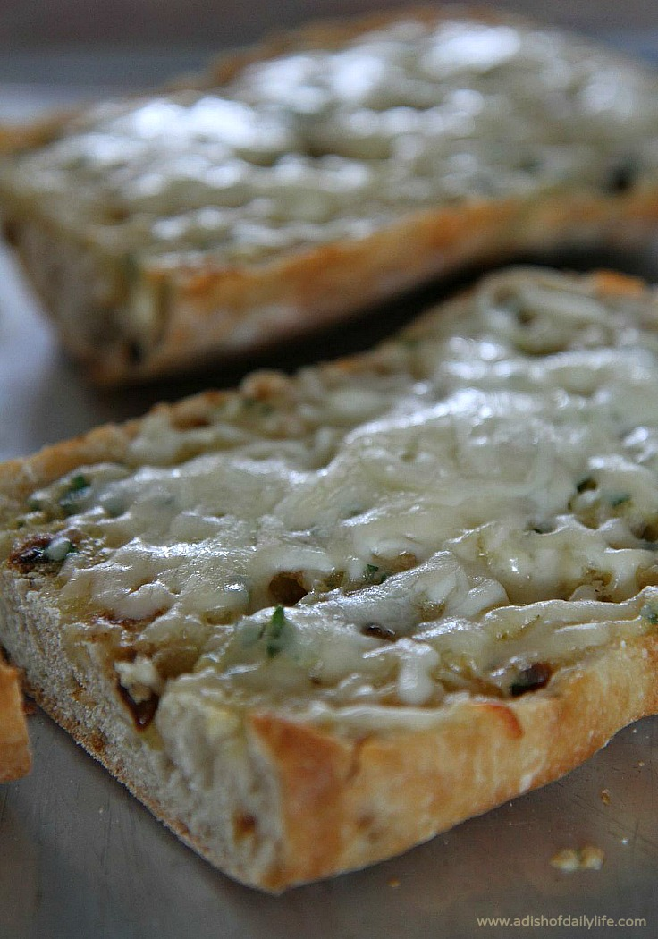 4-Cheese-Roasted-Garlic-Bread-