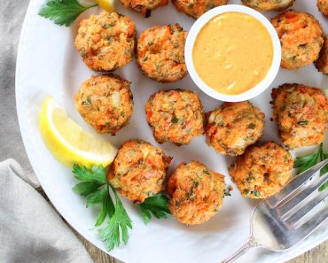 630-mini-salmon-cakes-with-sriracha-lemon-aioli-rect-ot-angled-cakes-3-square