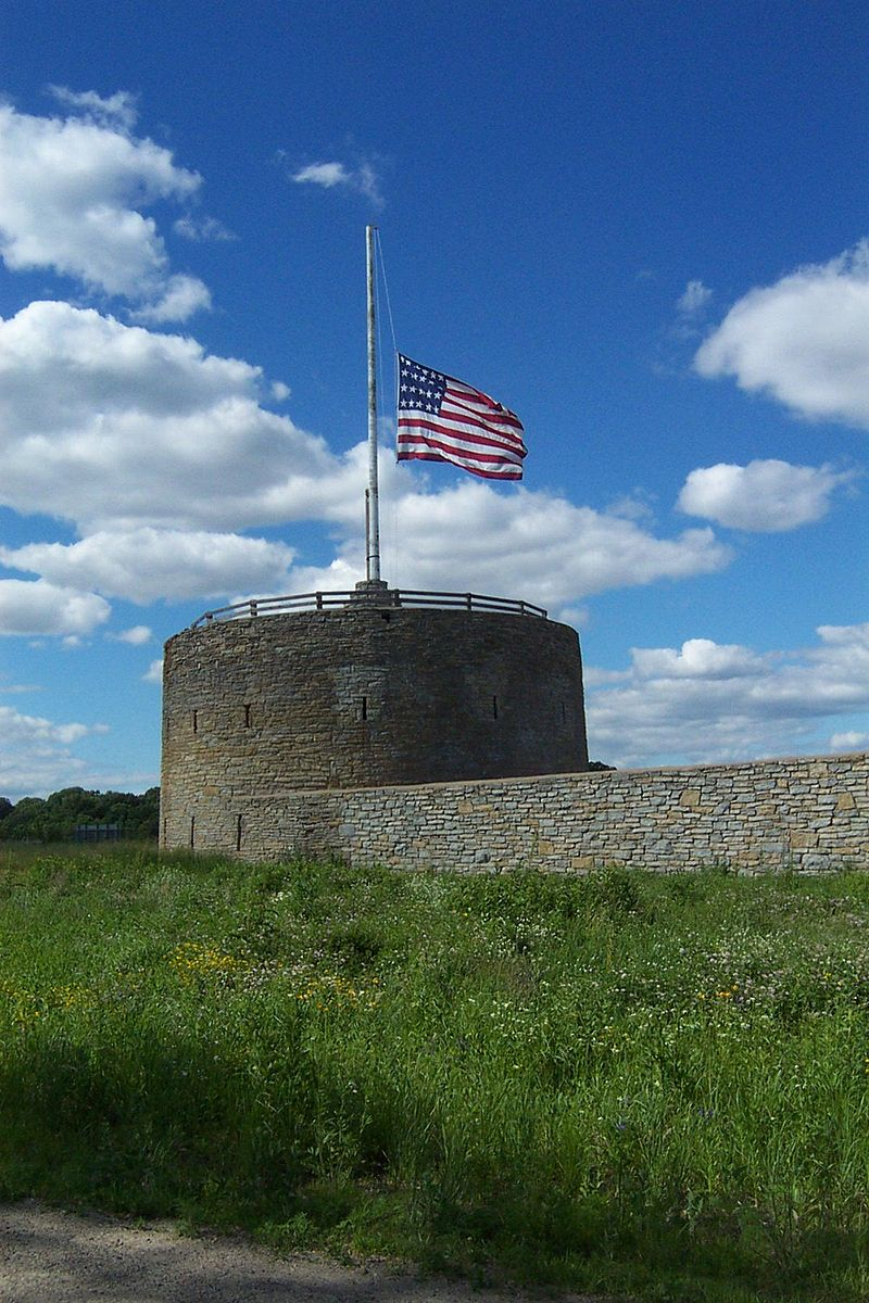 800px-Fort_Snelling_Round_Tower_large