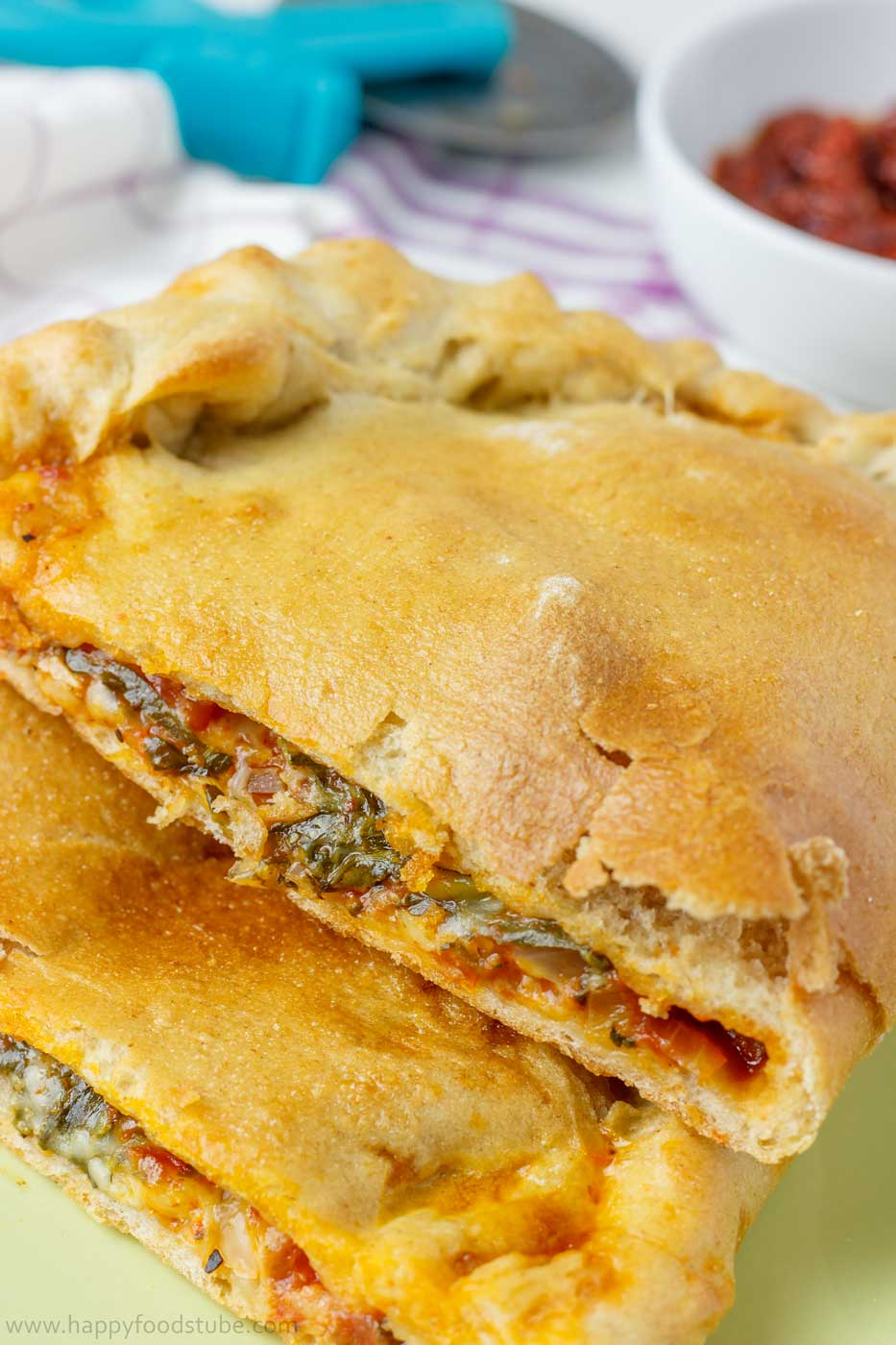 Calzone-Pizza-Vertical
