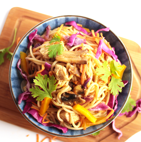 Chicken Chow mein with Rainbow-Veggie