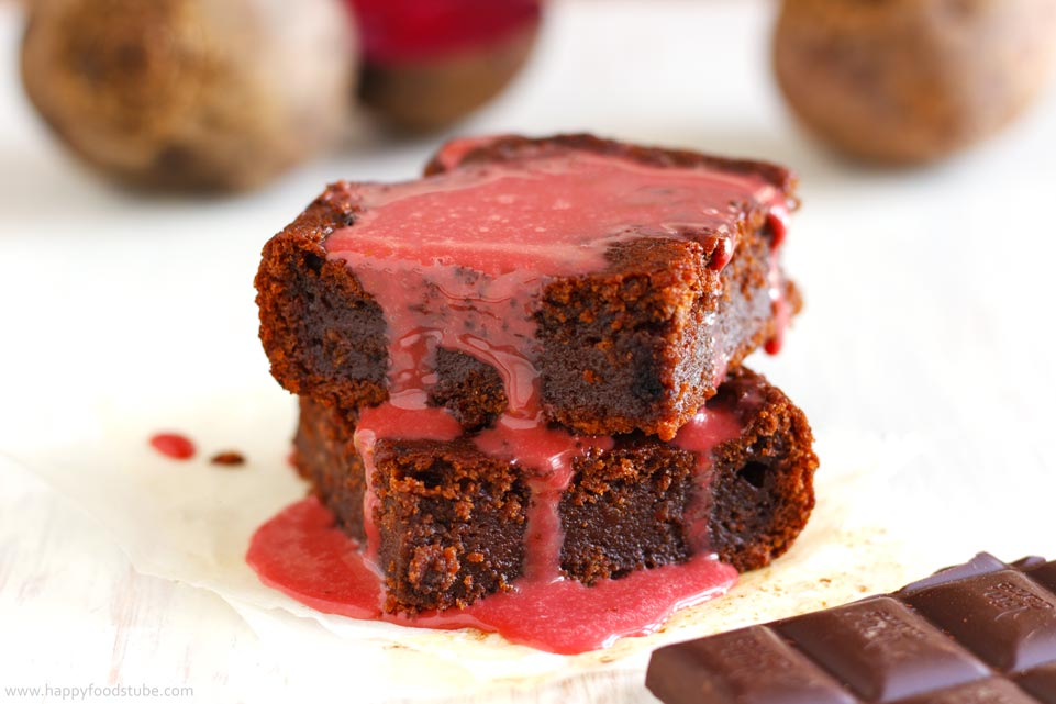 Chocolate-Beetroot-Brownies-with-Sauce
