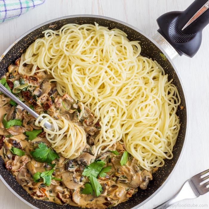 Creamy-Mushroom-&-Sun-Dried-Tomato-Spaghetti-Recipe