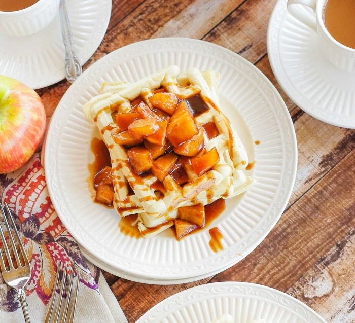 Fluffy-caramel-almond-waffles-cinnamon-apple-syrup (1)
