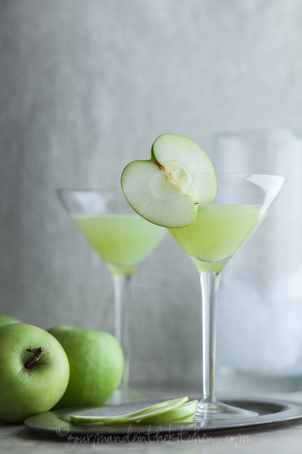 Green-Apple-Ginger-Martini-on-gourmandeinthekitchen.com-cocktail-martini