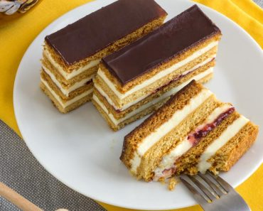 honey-cake-slices