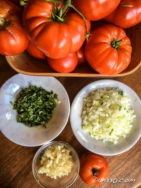 ingredients for garlic basil tomato sauce