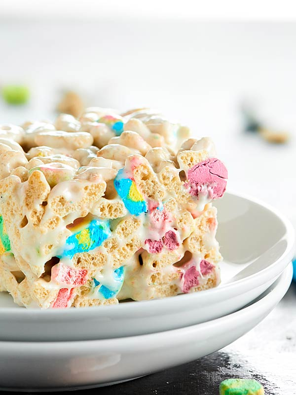 Lucky-Charms-Marshmallow-Treats-Show-Me-the-Yummy-4