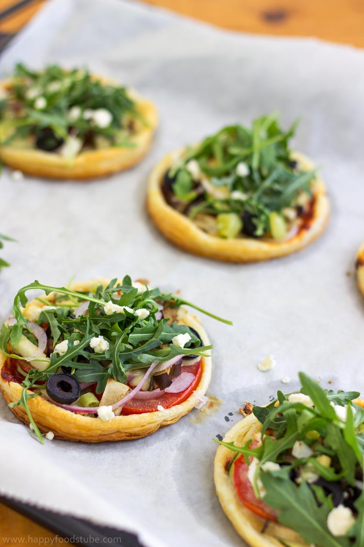 Mini-Vegetarian-Puff-Pastry-Pizzas-Tray