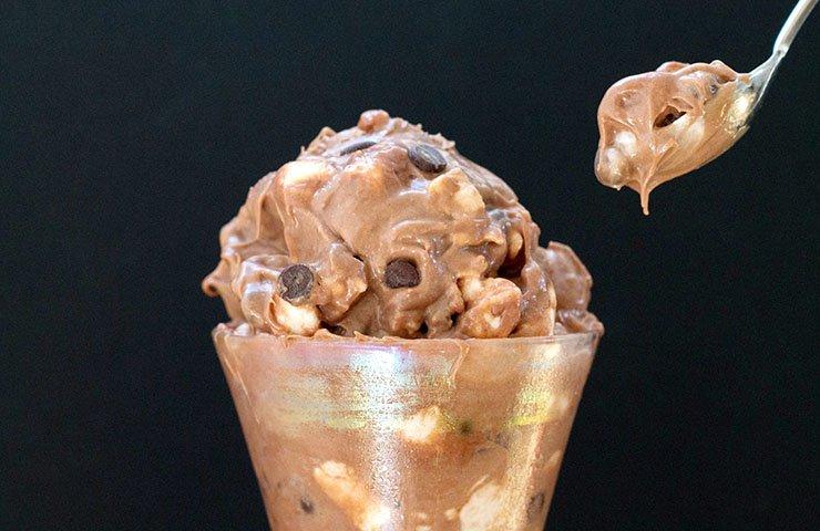 No-Chrurn-Chocolate-Chip-Marshmallow-Ice-Cream-feature