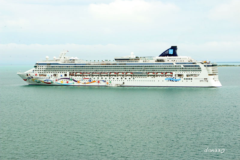 Norwegian Star in Belize City
