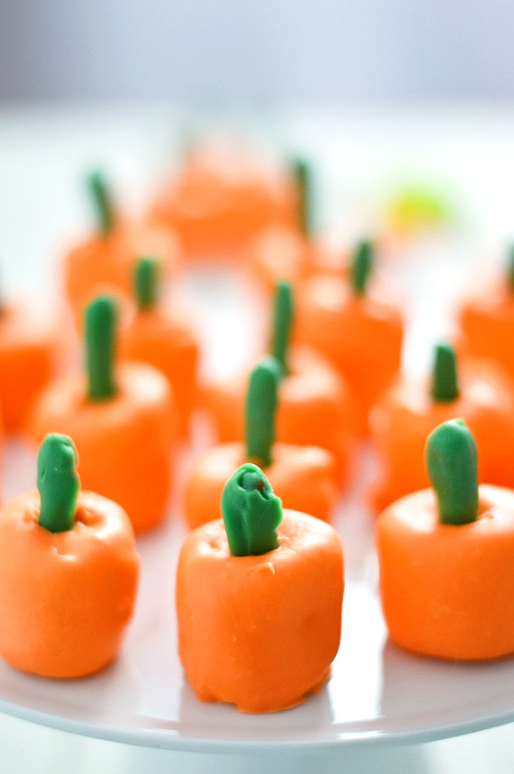 pumpkin-marshmallow-pops-2