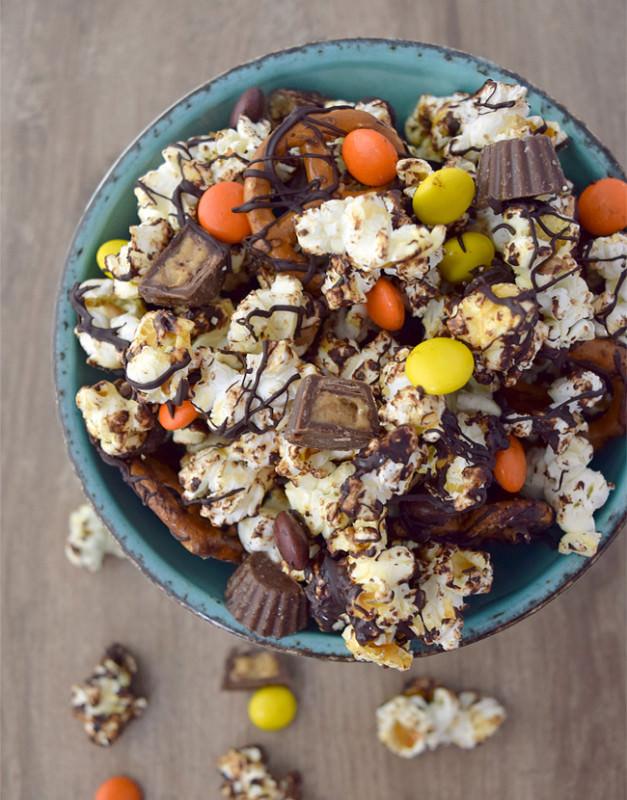 Reeses-Popcorn-Overhead-627x800