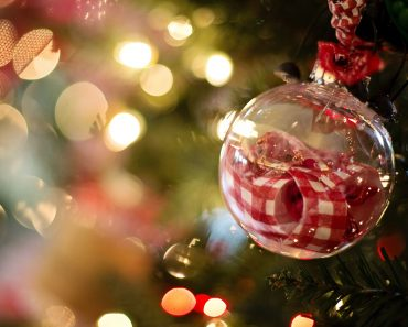 shopping-for-christmas-decoration-tips-and-tricks2