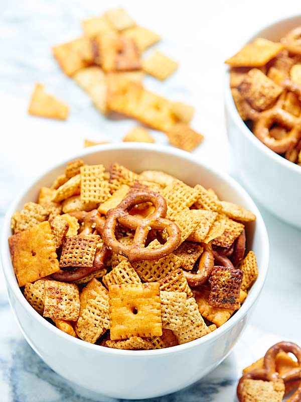 Slow-Cooker-Chex-Mix-Show-Me-the-Yummy-2