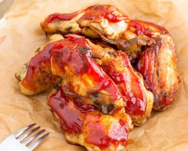 sweet-and-spicy-sticky-chicken-wings-in-oven