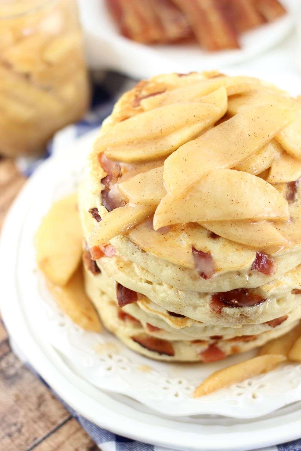 bacon pancakes with caramelizezd apples 8