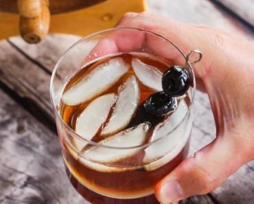 barrel-aged-bourbon-manhattan -1