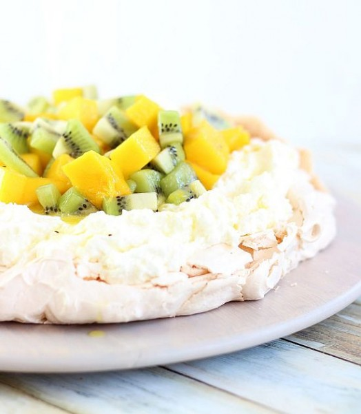 coconut pavlova with mascarpone and mango kiwi compote 23