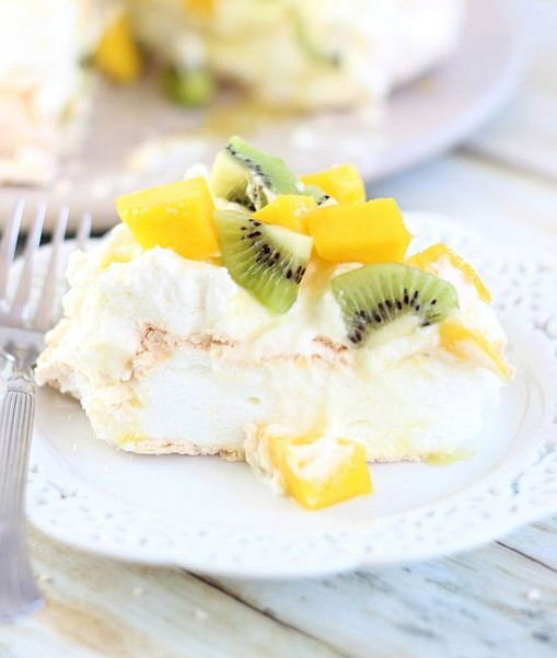 coconut pavlova with mascarpone and mango kiwi compote 33
