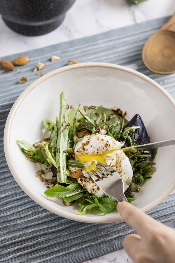 easy-poached-egg-arugula-salad-cut