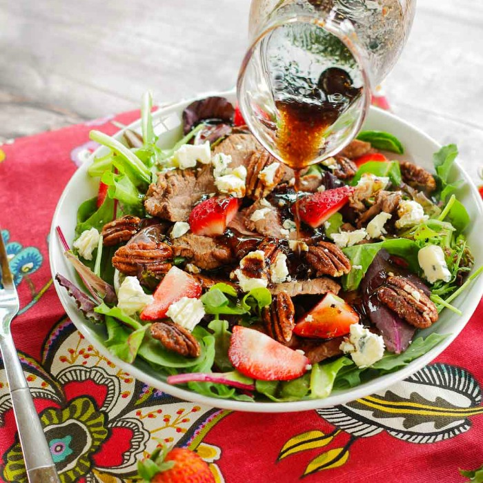 grilled-flank-steak-salad-with-strawberries-3