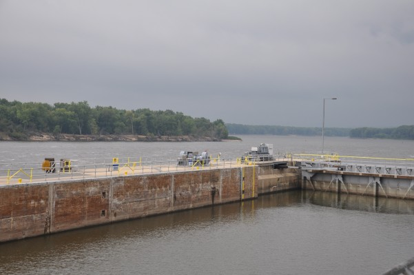 Lock and Dam at Gutenberg IA. See the dark blue skies to the south? Thunderstorms.