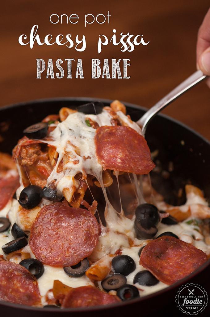 One Pot Cheesy Pizza Pasta Bake