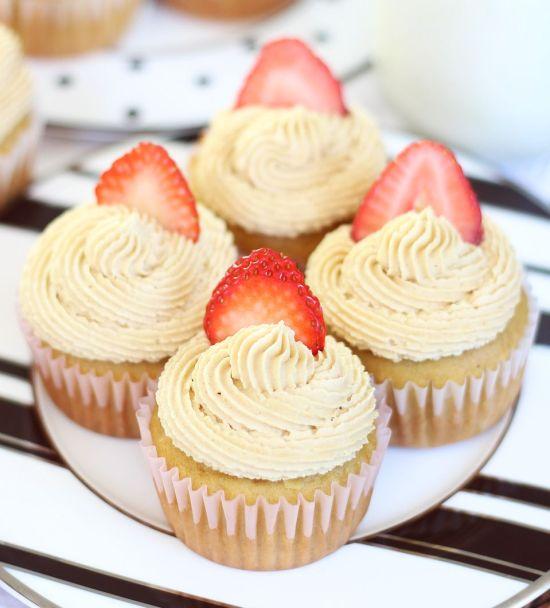 Peanut Butter & Jelly Cupcakes - Dan 330