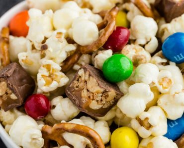sweet-salty-snack-mix-image