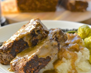 vegan meatloaf with gravy 1 copy