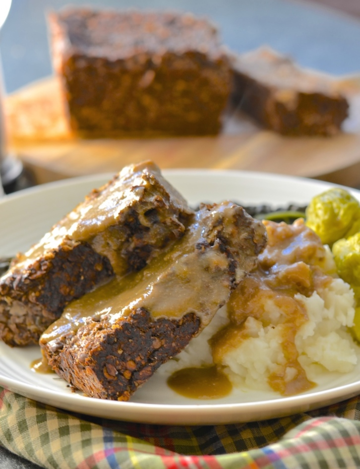vegan meatloaf with gravy 1 copy