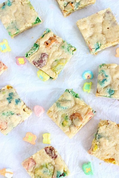 white chocolate lucky charms blondies 14