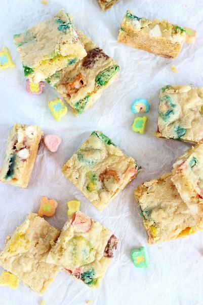 white chocolate lucky charms blondies 16
